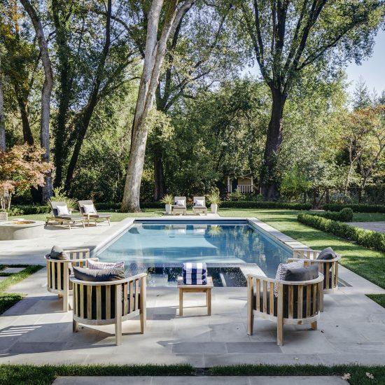 mẫu thi công hồ bơi sân vườn đẹp